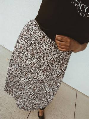 Midi Skirts: The Convenient Summer to Fall Style Essential