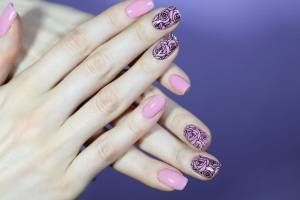 TRYING NAIL STAMPING FOR THE FIRST TIME   BLACK ROSES ON PINK MANICURE