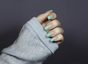 DIPPED IN BLUE: MINIMAL NAIL DESIGN FOR SPRING 2020