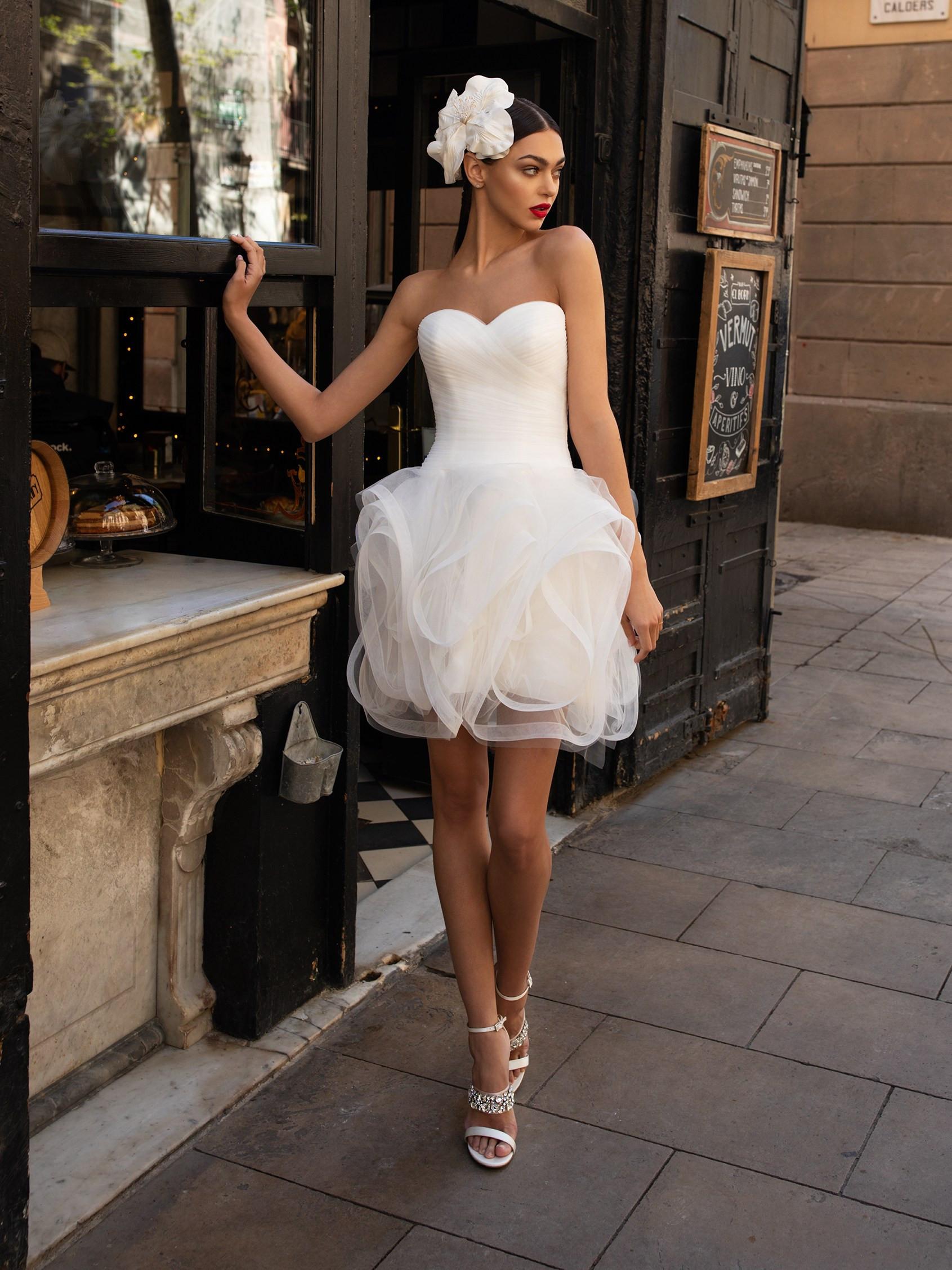 Ruffled bridal wedding dress