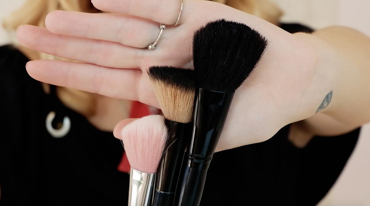 7 Essential Makeup Brushes Tutorial
